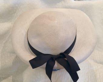 Lovely Ladies Vintage Straw Hat