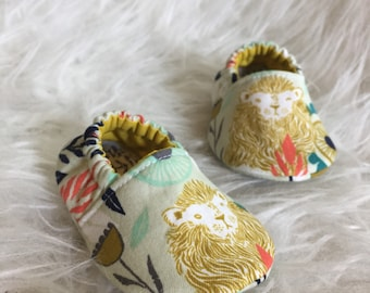 Baby Moccs: Lions Mustard / Baby Shoes / Baby Moccasins / Childrens Indoor Shoes / Vegan Moccs / Soft Soled Shoes / Montessori Shoes