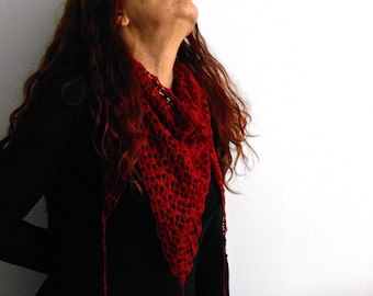 Cotton crochet triangle shawl, deep red kerchief shawl, crochet triangle scarf, summer handmade baktus scarf by cosediisa