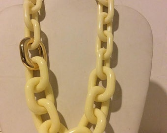 Cream/off white chunky resin short link necklace