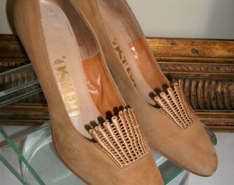 Vintage 1970's DeLiso Camel Colored Suede High Heels - Size 6 1/2