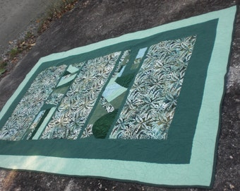 Deep Emerald Isle Quilt with Wall Hanging