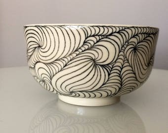 Colinder Berry Bowl Strainer Ceramic black and white pottery