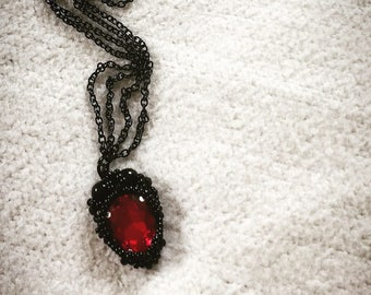 Goth, punk, beaded jewelry, drop necklace red drops black pearls goth chain Sweet bloody princess, darksidebeads