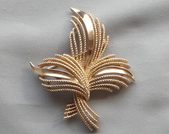 Vintage CROWN TRIFARI Twisted Swirl Abstract Gold Plated Pin/Brooch