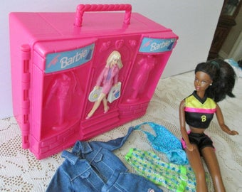 Barbie doll 1990 African American, authentic Barbie clothes four outfits and pink boutique doll case, hard case, doll jewelry earrings