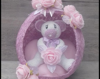 baby room decor: bear in a romantic bubble of white and purple