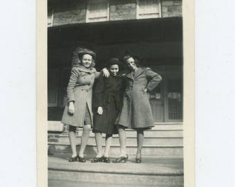 Vintage Snapshot Photo: Girlfriends, 1942 (712631)