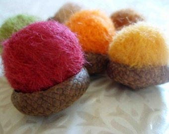 Acorns - 6 Needle Felted Acorns - Autumn Mix - Wool Acorn Fall Decoration - Halloween or Thanksgiving Seasonal Arrangement - Felt Acorns