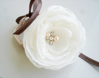 Ivory Wedding Corsage, White Flower Corsage for Weddings or  Prom, Bridal Corsage, Bridesmaid Gift Corsages Bracelet