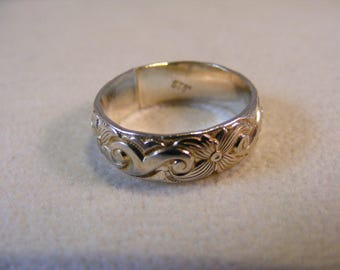 Sterling Silver Flower Pattern Ring