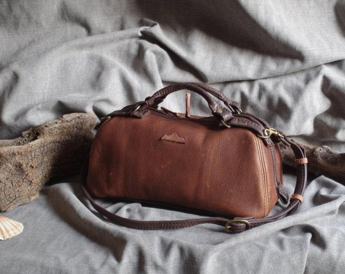 handbag, bowling, doctor, vintage look Brown pull up leather bag