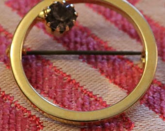 Goldtone Circle Pin