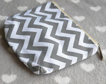 Chevron gray and white 19x14cm pouch