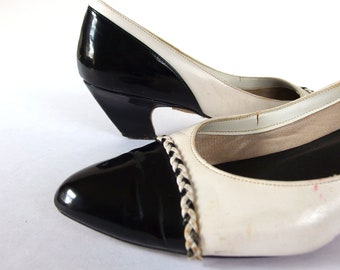 Vintage 1980's Black and White Spectator Pumps, Size 10M