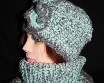 closed collar and Heather gray and green beret set