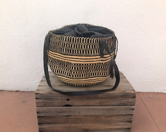 80s Sisal Raffia Woven Straw Drawstring Leather Bag Basket Bucket Bag Shoulder Bag 2 Tone Ethnic Boho Hippie Market Tote Bag
