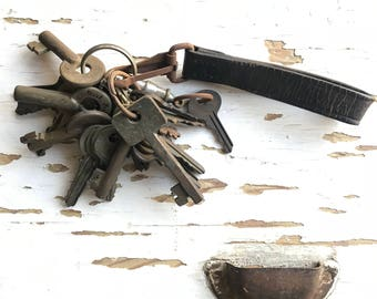 Vintage Jailer's Keys Leather Fob Skeleton Old Key Chain