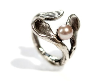 """a """"hug"""" ring in oxidized sterling silver with fresh water pearl"""