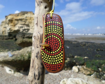 Jewel for keys, Keychain in painted driftwood. Bag jewelry. Driftwood and sea glass. Gift for her. Aboriginal art style.