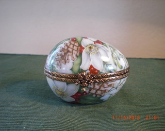 Rochard Limoge Egg Christmas Box