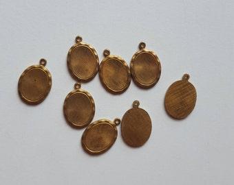 Vintage brass ovalsetting  charms