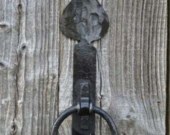 A beautiful handmade wrought iron spearhead door knocker SHK1