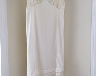 Pretty vintage Vanity Fair full slip edged in lace on the top and bottom