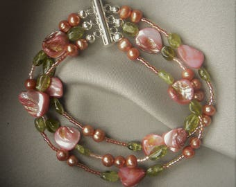 Shell and fresh water Pearl bracelet