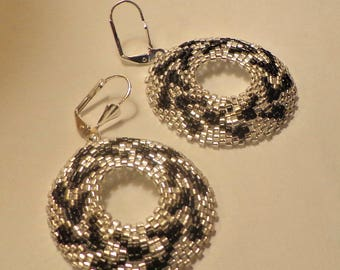 Tutorial earrings beads peyote circular - Delica Miyuki in silver and black colors - Circle or Oval model