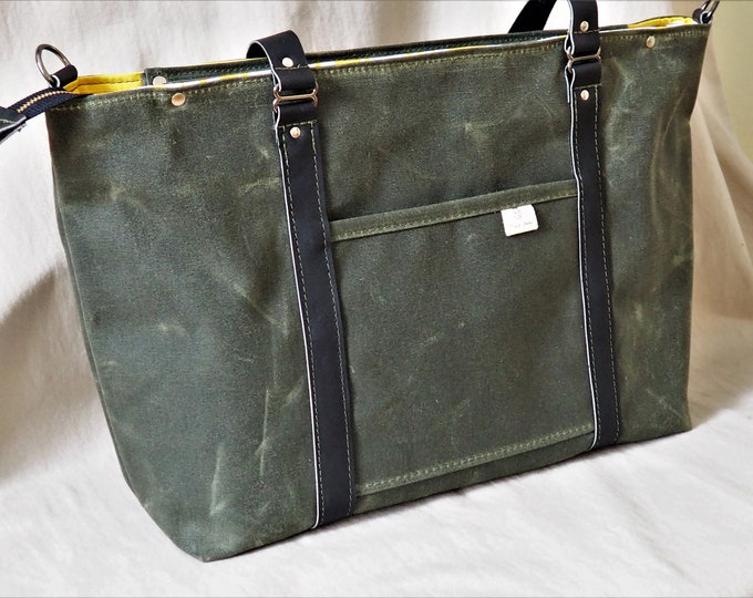 Diaper Bag / Solid or Striped Lining / Waxed Canvas with Leather