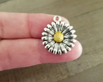 Daisy charms, silver flower charms, antique silver, Qty 2