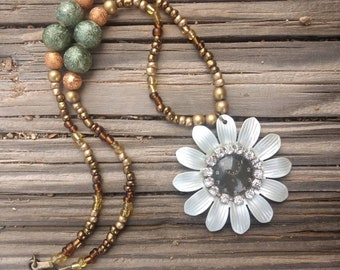Timeless Daisy Necklace