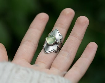Yavanna Ring. size 6.75 - 7 ( green prehnite gemstone ring. antique sterling silver. green nature jewelry )