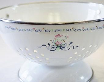 SALE! White Enamel Colander with  Pink Flowers and Blue Bows- Vintage Strainer, Vintage Housewares, Colander