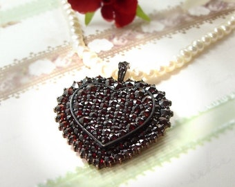 Extraordinary Bohemian garnet heart pendant/clip on a freshwater pearlchain
