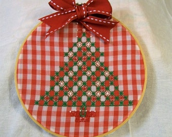 Hoop Art, Christmas Tree, Hand Embroidery, Chicken Scratch Embroidery, Red and White, Hand Embroidered, Christmas Decorations