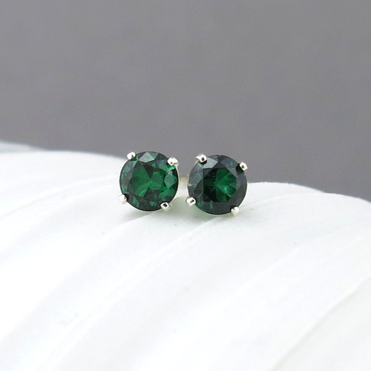 have earrings must clip omega elegance timeless green ciro black catherine emerald the a makes tie item jewelry srgb product stud collection royal