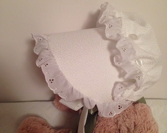 Baby bonnet, White Eyelet Lace Ruffled Bonnet