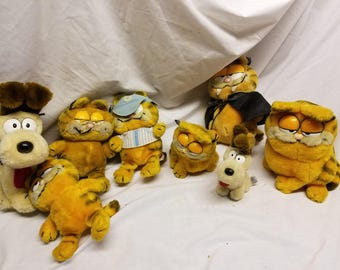 Lot of 8 Garfield and odie stuffed from 1980s