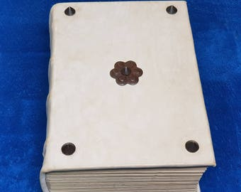 Codex 3 - 1000 pages. One of a kind. Corners and central decoration made of forged steel.