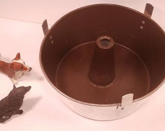 """Vintage West Bend Aluminum Bundt Cake Pan, Angelfood Cake Pan, Brown Interior, Non-stick coating, Cooling feet, 10"""" Wide, Great Condition"""