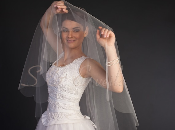 Drop Veil with Scalloped Edge and Crystals