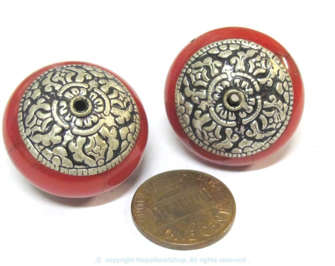 1 Bead -Large Tibetan red crackle resin capped bead with tibetan double dorje vajra symbol - BD977A