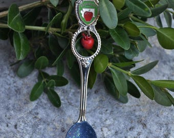 Souvenir Spoon/Painted Spoon Ornament/Washington State/Red Apple/Spoon Ornament/Vintage Spoons/Red Cottage/Snowman Spoon