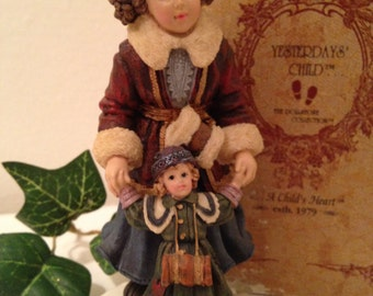 Yesterday's Child #3516 Skaters Waltz, The Dollstone Collection 1996 Original Box, Figuerines and Knick Knacks Collectible