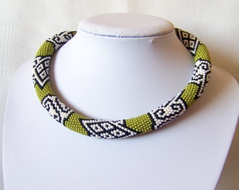 Bead crochet necklace in moss green, black and white - geometric necklace - statement necklace - Beadwork necklace - modern necklace
