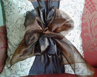 Amazing bow pillow cover