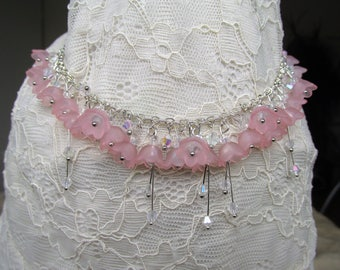 Spring flower necklace soft pink