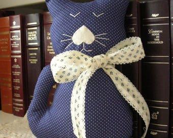 Poupée chat décoratif fait à la main chat peluche - bleu à pois tissu Kitty coussin - décor Shabby Chic campagnard - chat amoureux cadeau-
